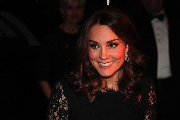 Кейт Миддлтон в красном платье подчеркнула округлившийся живот