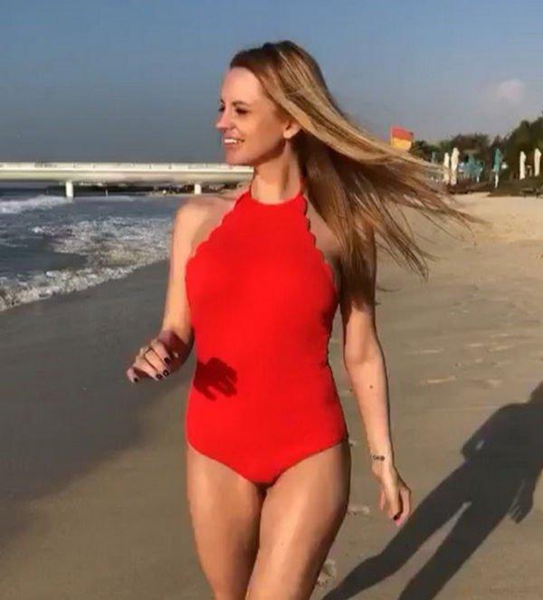 Милана Кержакова восхитила снимком в ярком купальнике