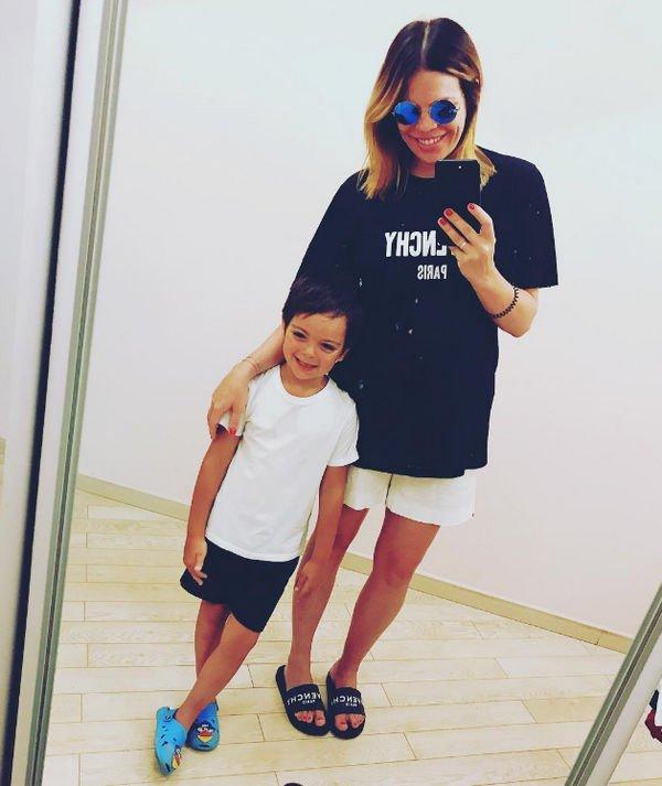 Анастасия Стоцкая старается везде брать детей с собой