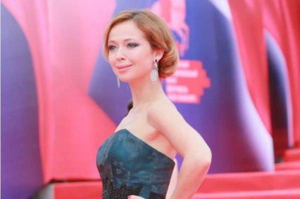 Елена Захарова вышла в свет спустя две недели после родов