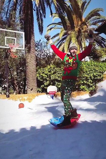 Кристина Агилера удивила подписчиков размахом рождественской вечеринки