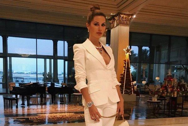 Виктория Боня не устает демонстрировать роскошные формы на новых снимках