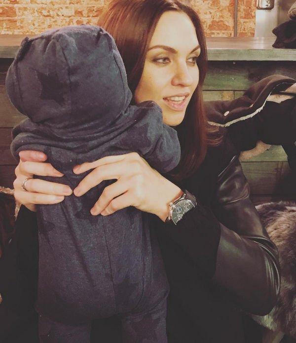 Надя Ручка впервые решилась показать лицо своего сына на фотографии