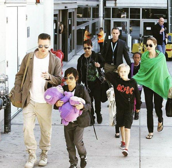 Анджелина Джоли не позволяет детям встретить Новый год с Брэдом Питтом