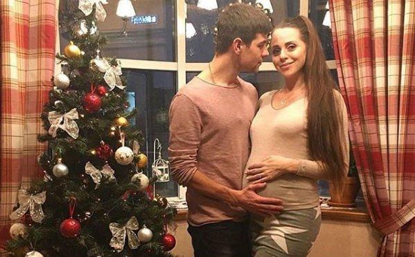 Дмитрий Дмитренко и Ольга Рапунцель раздумывают над именем для будущей дочки