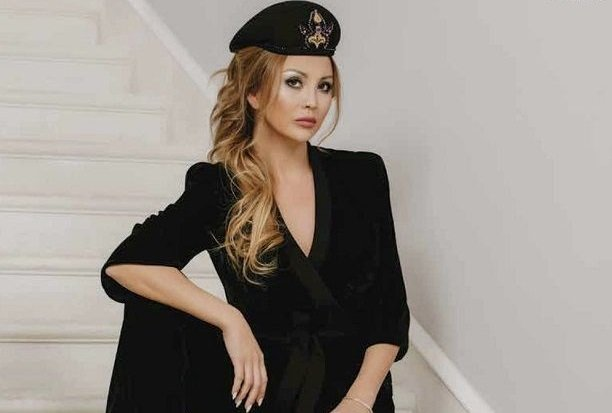 Российская модель Наталья Прокопьева стала украшением декабрьского L'Officiel