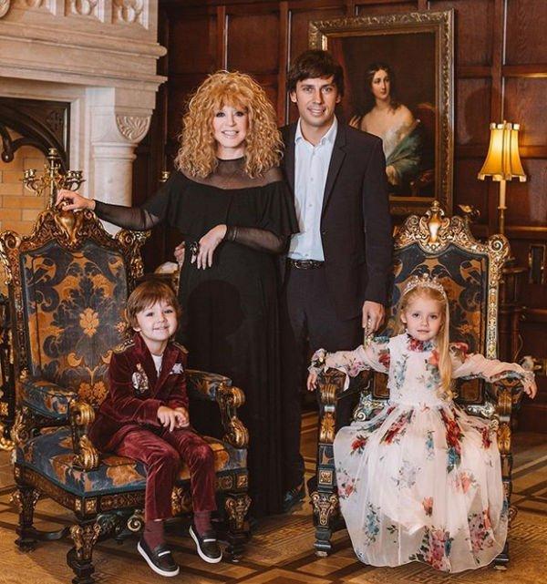 Совместное фото Аллы Пугачевой с дочкой восхитило пользователей Сети
