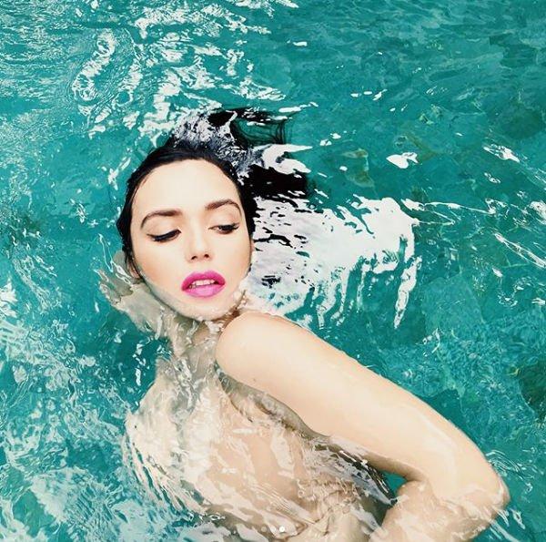 Ольга Серябкина восхитила фанатов горячей фотографией в купальнике