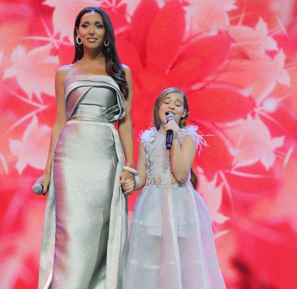 Алсу со своей дочерью выступила перед зрителями