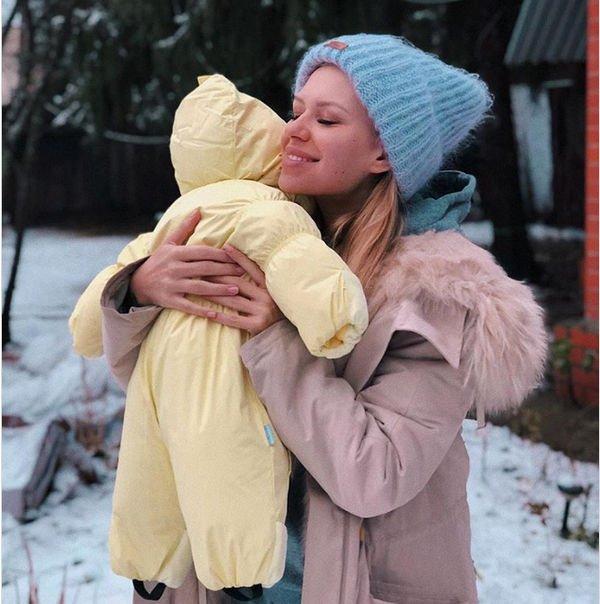 Рита Дакота и Влад Соколовский с маленькой дочкой улетели на два месяца на Бали