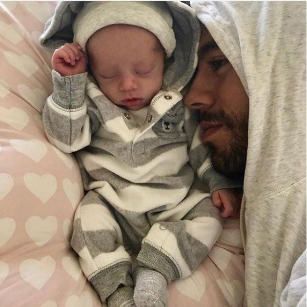 Энрике Иглесиас и Анна Курникова впервые опубликовали фото своих детей