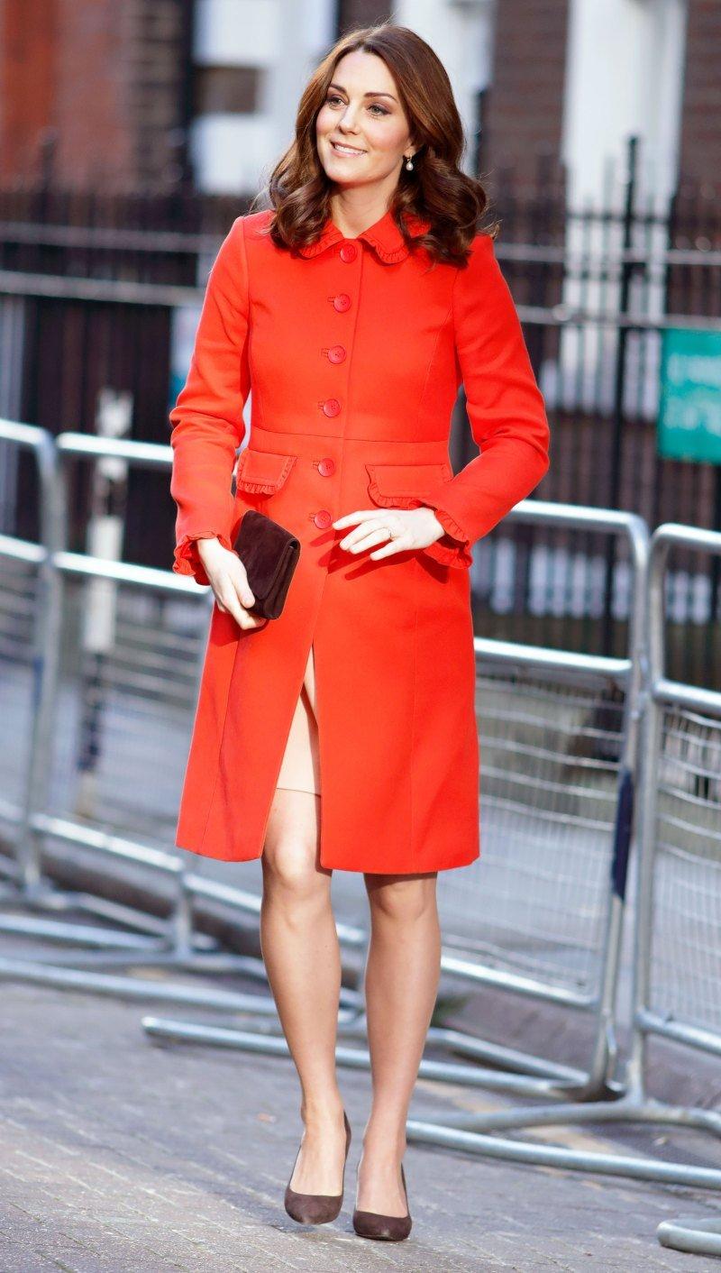 В сети обсуждают редкий образ беременной Кейт Миддлтон в красном
