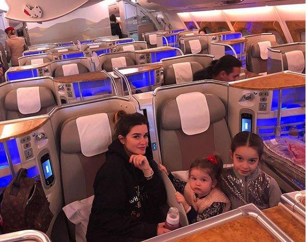 Ксения Бородина продолжает публиковать фото с отдыха с семьей