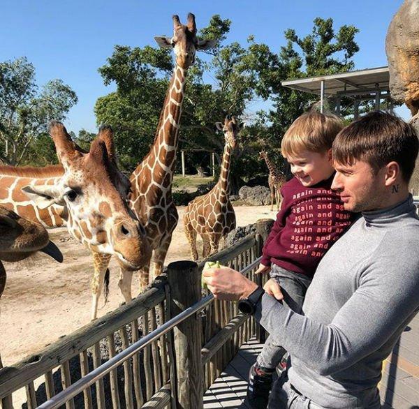 Сергей Лазарев с сыном делится фотографиями с отдыха из США