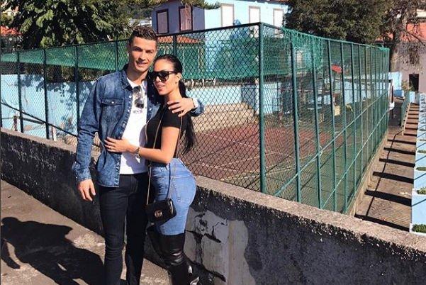 Романтический снимок Джорджины Родригес и Криштиану Роналду вызвал восхищение пользователей Сети