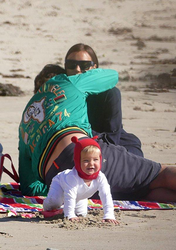 Совместные снимки Брэдли Купера и Ирины Шейк с дочерью привели в восторг их поклонников