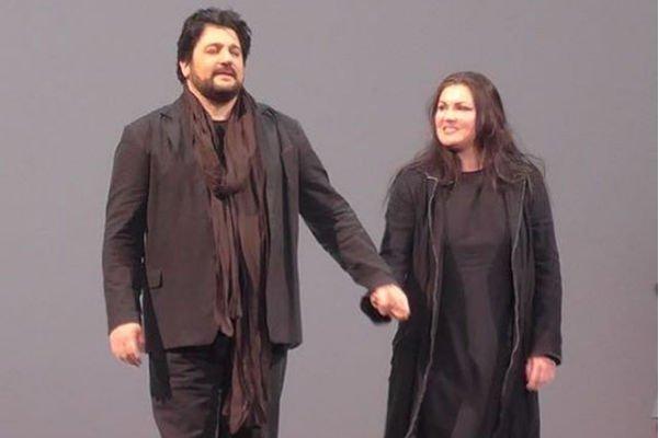 Муж Анны Нетребко чувствует холодность с ее стороны