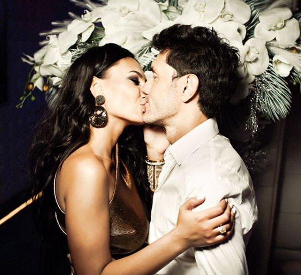 Юрий Жирков с супругой отпраздновали десятилетие своей свадьбы