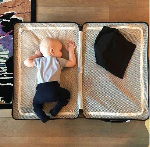 Ксения Собчак опубликовала фото, показав реакцию своего сына на ее командировки