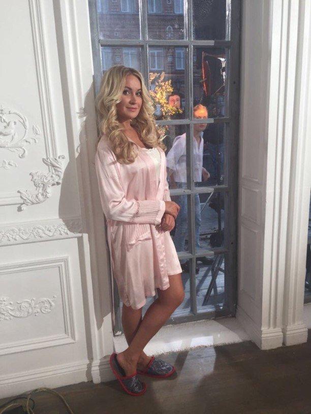 Певица Виктория Ланевская порадовала фанатов новым клипом на песню «Пока живёт любовь»