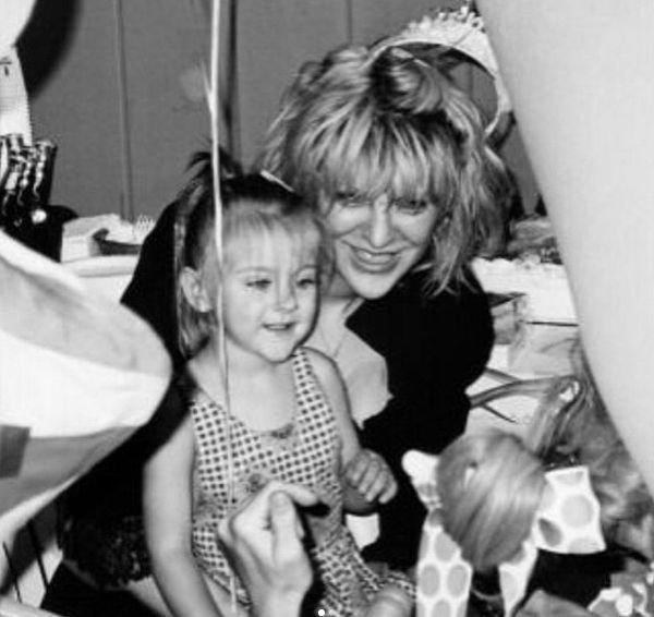 Дочь Курта Кобейна откровенно поведала о борьбе с алкогольной зависимостью
