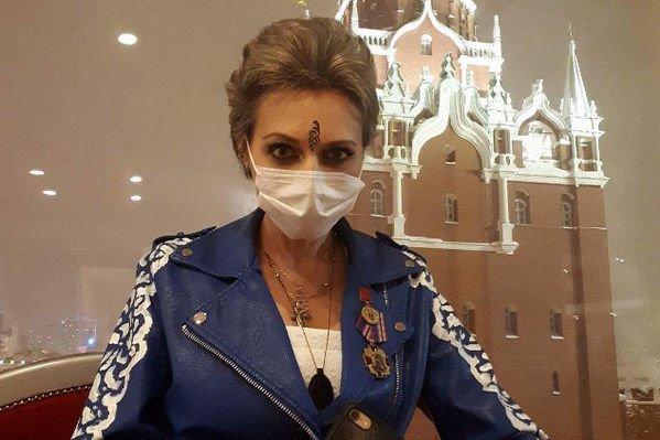 Эстрадная певица Лама Сафонова снова угодила в поликлинику