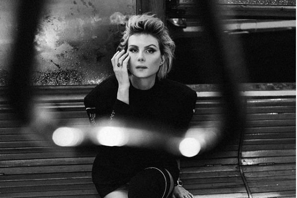 Рената Литвинова делится снимками с дочкой из Парижа