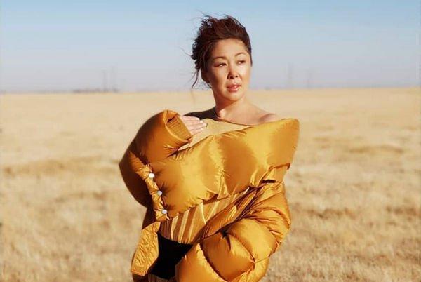 Анита Цой одевается также, как и Бейонсе