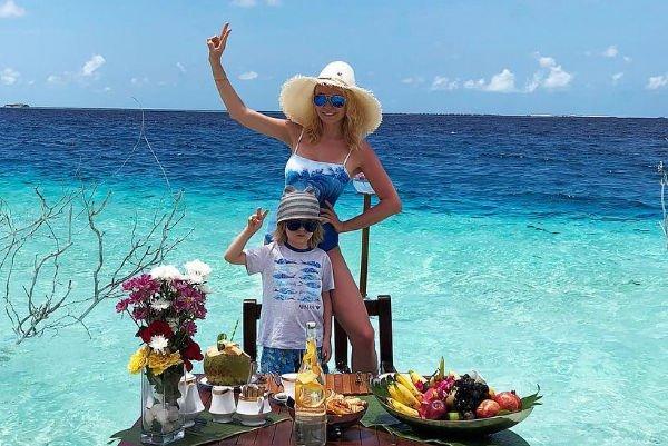 Яна Рудковская призналась, что с детства приучает младшего сына к труду