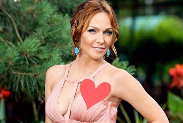 Альбина Джанабаева случайно обнародовала снимок, на котором видно лицо ее старшего сына