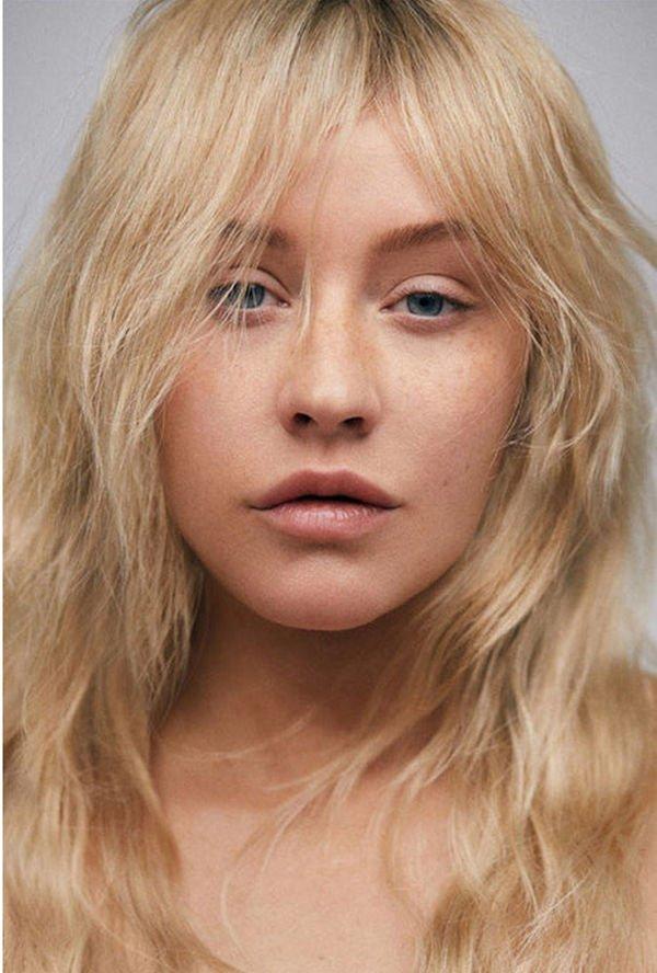 Кристину Агилеру сложно узнать без привычного макияжа