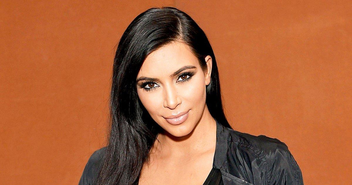 Ким Кардашьян показала фото в бикини в юности