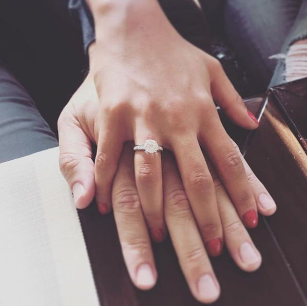 Анфиса Чехова похвасталась помолвочным кольцом
