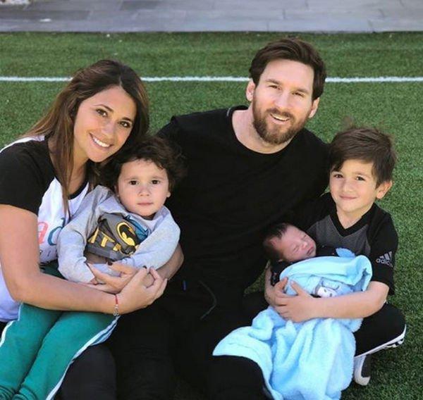 Лионель Месси опубликовал первое фото новорожденного сына