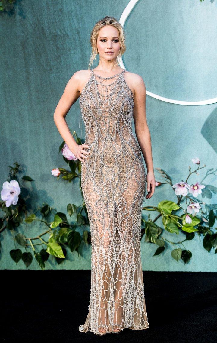 Дженнифер Лоуренс появилась на улице в Нью-Йорке без капли макияжа и в тапочках
