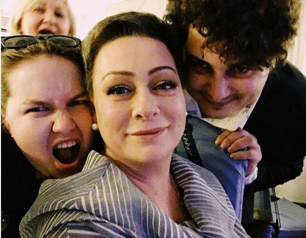 Мария Аронова извинилась перед зрителями за задержку спектакля