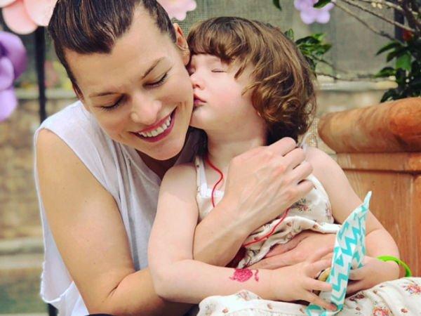 Подросшая дочка Милы Йовович поразила своей красотой