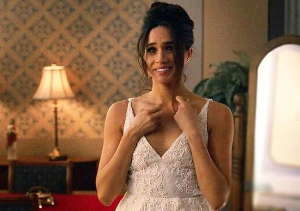 В Сети обсуждают первые фото Меган Маркл в свадебном платье