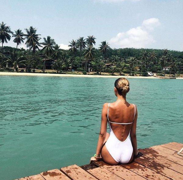 Алеся Кафельникова восхитила снимками в купальнике