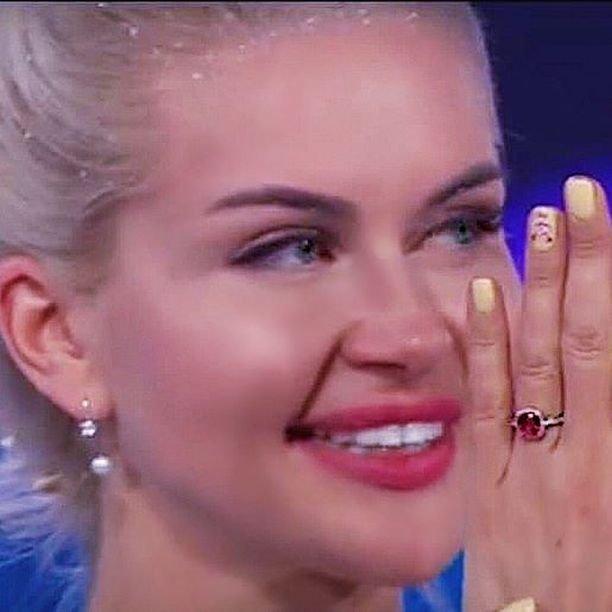 Участница Дом-2 Марина Африкантова носит кольцо за 1 миллион рублей
