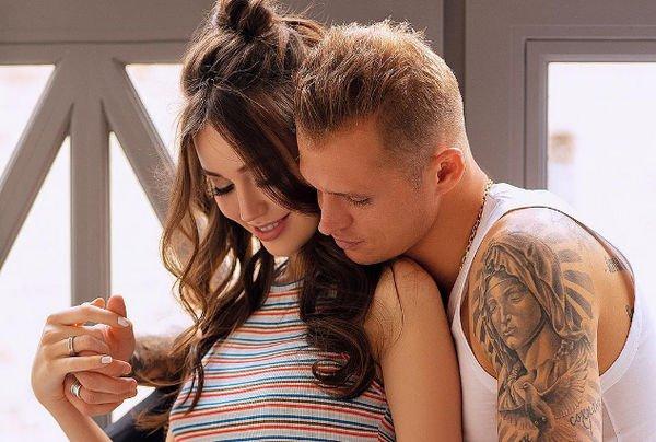 Дмитрий Тарасов назвал дату родов Анастасии Костенко