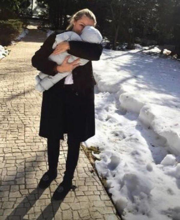 В Сети опубликован новый снимок новорожденного сына Дмитрия Маликова