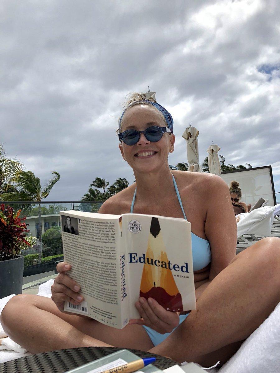 60-летняя Шэрон Стоун восхитила снимком в купальнике