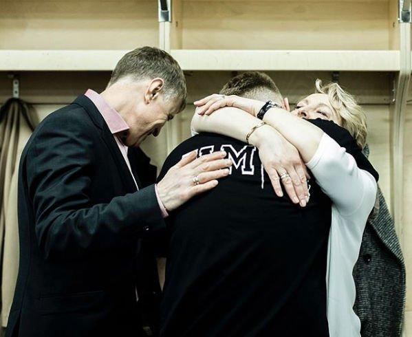 Совместное фото Егора Крида с родителями растрогало его фанатов