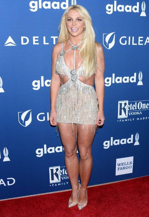 Бритни Спирс подняли на смех за неудачное платье