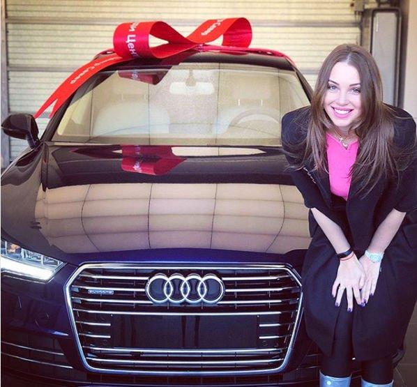 Дмитрий Дибров купил жене дорогой автомобиль