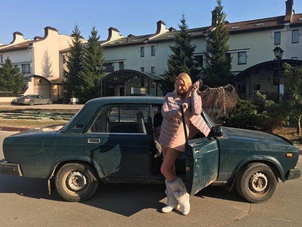 Анастасия Волочкова через соцсети пытается продать раритетную машину