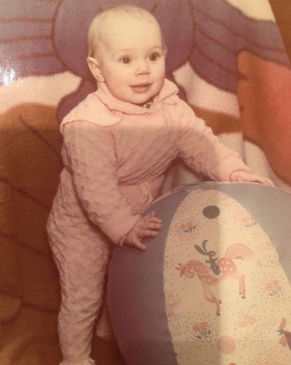 Яна Кошкина опубликовала свое младенческое фото