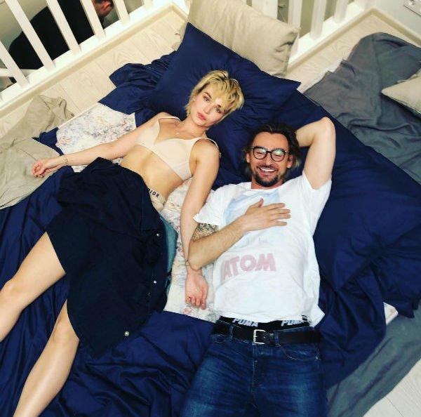 Фотография Полины Гагарины в постели с чужим мужчиной вызвали интерес ее поклонников