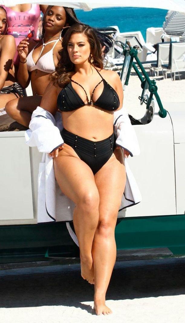 Эшли Грэм поразила количеством целлюлита на увесистом теле